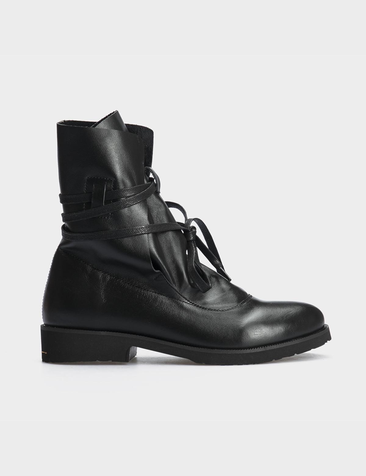 Ботинки натуральная черная кожа.