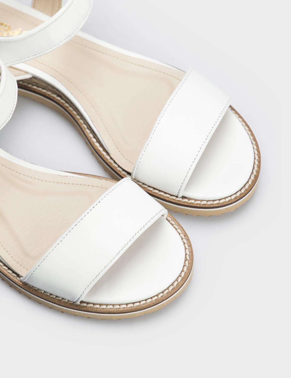 Сандали белые, натуральная кожа4