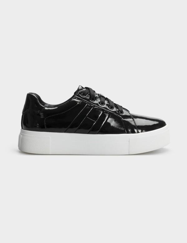 Кросівки чорні, натуральна шкіра (лакована)