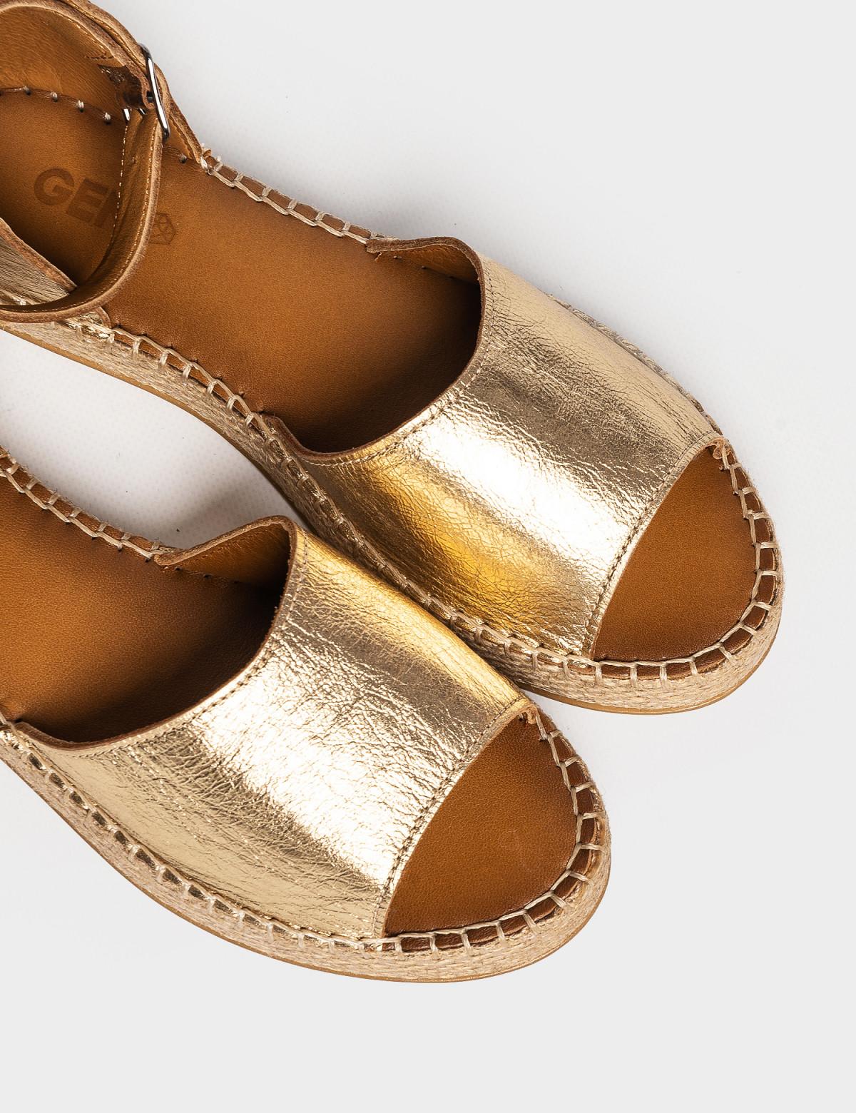 Сандали золотые, натуральная кожа3