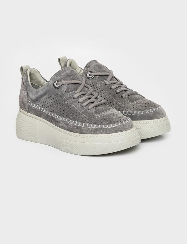 Кросівки сірі. Натуральна замша