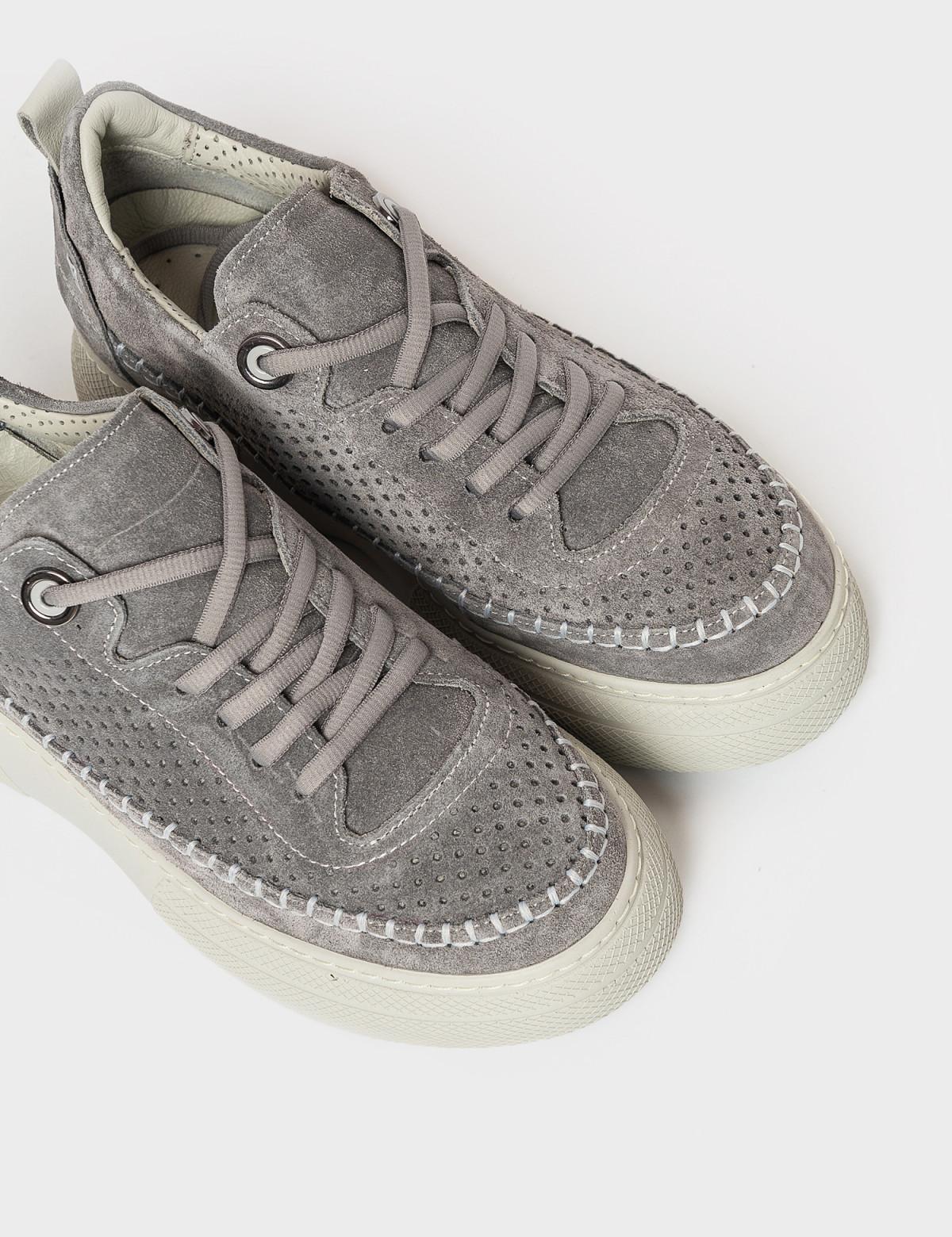 Кросівки сірі. Натуральна замша3