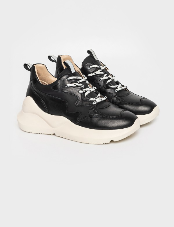 Кросівки чорні. Натуральна шкіра